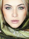 Schöne Frau mit grünen Augen Stockfoto