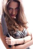 Schöne Frau mit großem Messer Lizenzfreie Stockfotos