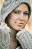 Schöne Frau mit Haube Lizenzfreie Stockbilder