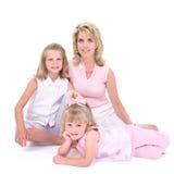 Schöne Frau mit ihren Töchtern über Weiß Stockfotos