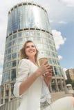Schöne Frau mit Kaffee Lizenzfreies Stockbild