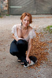Schöne Frau mit Katze Lizenzfreie Stockbilder