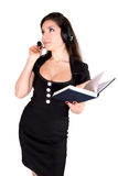 Schöne Frau mit Kopfhörer und Notizbuch Lizenzfreie Stockfotografie