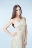 Schöne Frau mit modernem Kleid Stockfotos