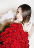 Schöne Frau mit Rosen stockfotografie