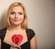 Schöne Frau mit rotem Innerem Stockbilder