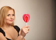Schöne Frau mit rotem Innerem Lizenzfreie Stockfotos
