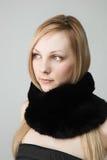 Schöne Frau mit Schal Stockfotos