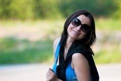 Schöne Frau mit Sonnenbrillen Lizenzfreie Stockfotografie