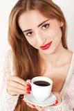 Schöne Frau mit Tasse Kaffee Stockfoto