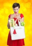 Schöne Frau mit Weihnachtsgeschenken Lizenzfreies Stockbild