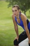 Schöne Frau nach einem harten Training lizenzfreie stockfotos
