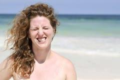 Schöne Frau am Strand Stockfotos