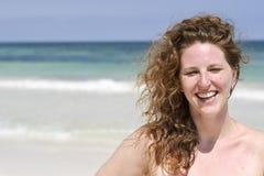 Schöne Frau am Strand Lizenzfreies Stockfoto