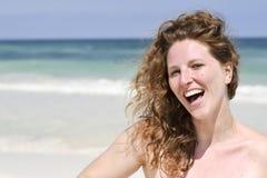 Schöne Frau am Strand Lizenzfreie Stockfotografie