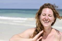Schöne Frau am Strand Lizenzfreie Stockbilder