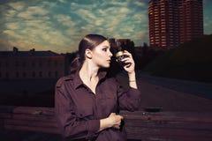 Schöne Frau und Kaffee Stockfoto