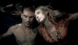 Schöne Frau und Mann Unterwasser Stockbild