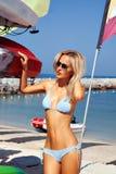 Schöne Frauen auf dem Strand Stockbilder