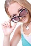 Schöne Frauen in einem farbigen Hemd Lizenzfreie Stockbilder