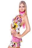 Schöne Frauen in einem farbigen Kleid Stockfotografie
