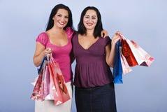 Schöne Frauen am Einkauf mit Beuteln Lizenzfreies Stockbild