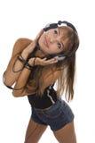 Schöne Frauen-hörende Musik stockfotos