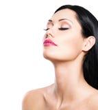 Schönheitsporträt der hübschen Frau mit geschlossenen Augen Lizenzfreie Stockfotos
