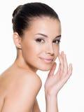 Schöne Frauensorgfalt für das Gesicht Stockbilder