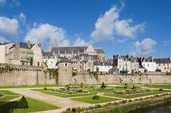 Schöne Gärten und Wände in Vannes, Bretagne stockbild