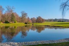 Schöne Gärten von Leeds Castle in England - KENT, VEREINIGTES KÖNIGREICH - 27. FEBRUAR 2019 stockbild