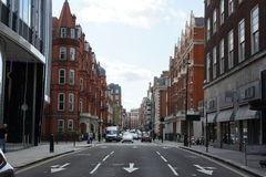 Schöne Gassenallee in London Lizenzfreie Stockfotos