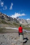 Touristisch, die Ansicht bewundernd lizenzfreie stockfotografie