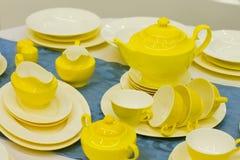 Schöne gelbe Teller stockfotos