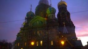 Schöne gemalte Kirche in St Petersburg stock video footage
