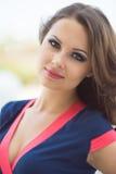Schöne Geschäftsfrau, das moderne Büro Stockbilder