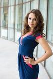 Schöne Geschäftsfrau, das moderne Büro Stockfoto
