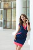 Schöne Geschäftsfrau, das moderne Büro Stockfotografie