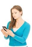 Schöne Geschäftsfrau, die per Telefon spricht Stockbilder