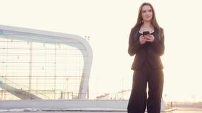 Schöne Geschäftsfrau stock video