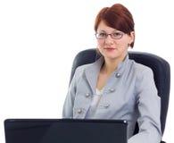 Schöne Geschäftsfrau mit Laptop Stockfotografie