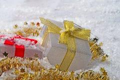 Schöne Geschenkboxen für Weihnachtsdekoration stockfotografie