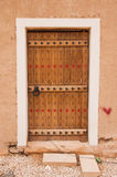 Schöne geschnitzte Tür in Riad, Saudi-Arabien lizenzfreie stockfotos