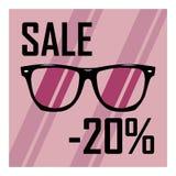 Schöne Gläser auf dem Hintergrund von purpurroten Streifen mit einem schwarzen Aufschriftrabatt von zwanzig Prozent Stockbilder