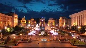 Schöne Glättungsbrunnen auf dem Maidan Kiew Ukraine stock video
