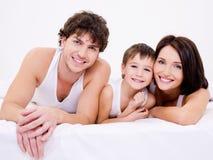 Schöne glückliche Familie lizenzfreies stockbild