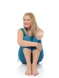 Schöne glückliche Frau, die Eignung pilates tut Stockbild