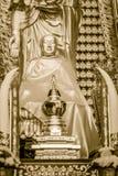 Schöne goldene Buddha-Statue im chinesischen Tempel Thailand Lizenzfreie Stockfotos