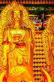 Schöne goldene Buddha-Statue im chinesischen Tempel Thailand Lizenzfreie Stockbilder
