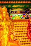 Schöne goldene Buddha-Statue im chinesischen Tempel Thailand Stockfotografie